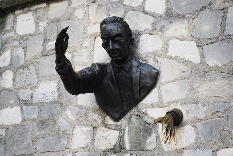Самые нелепые и странные скульптуры (29 фото)