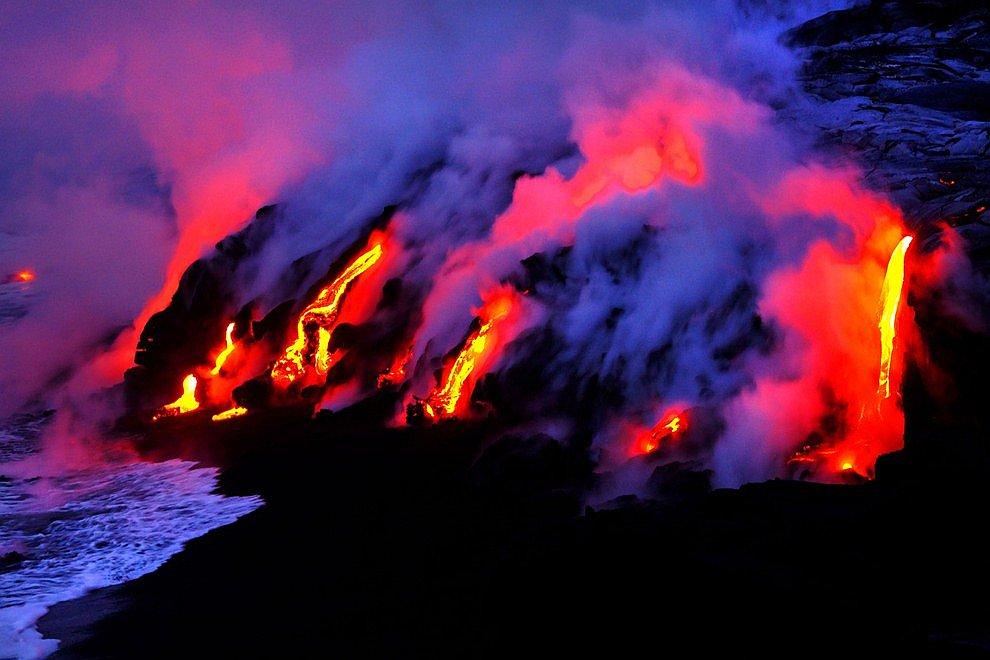 Что такое лава? Это раскаленный жидкий расплав горных пород, изливающийся на поверхность Земл