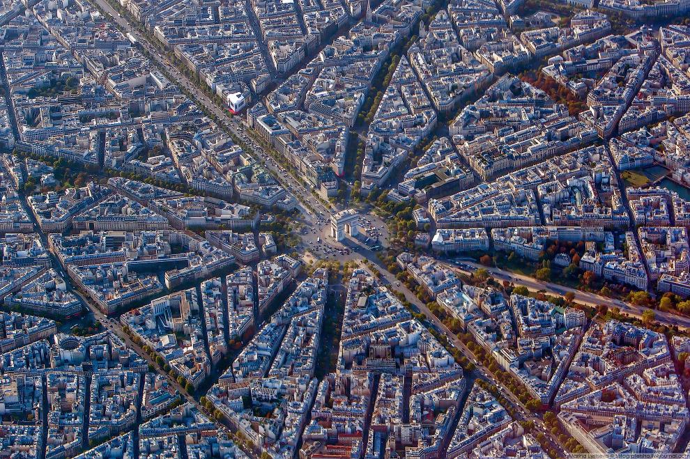 7. Лувр, Тюильри, площадь Согласия, собор Мадлен, мой любимый мост Александра III и т.д.