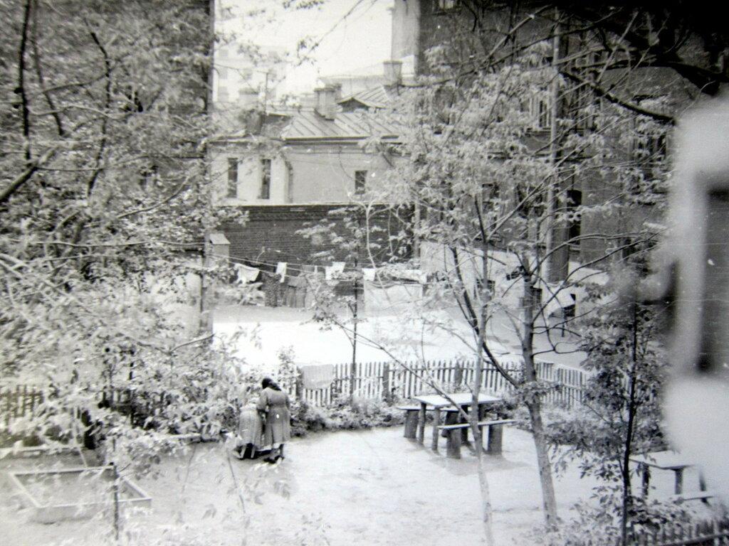 621593 Москва, Большая Якиманка, садик во дворе д.47 - 1.jpg