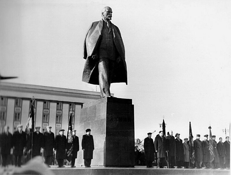 Opening of the monument to Lenin.