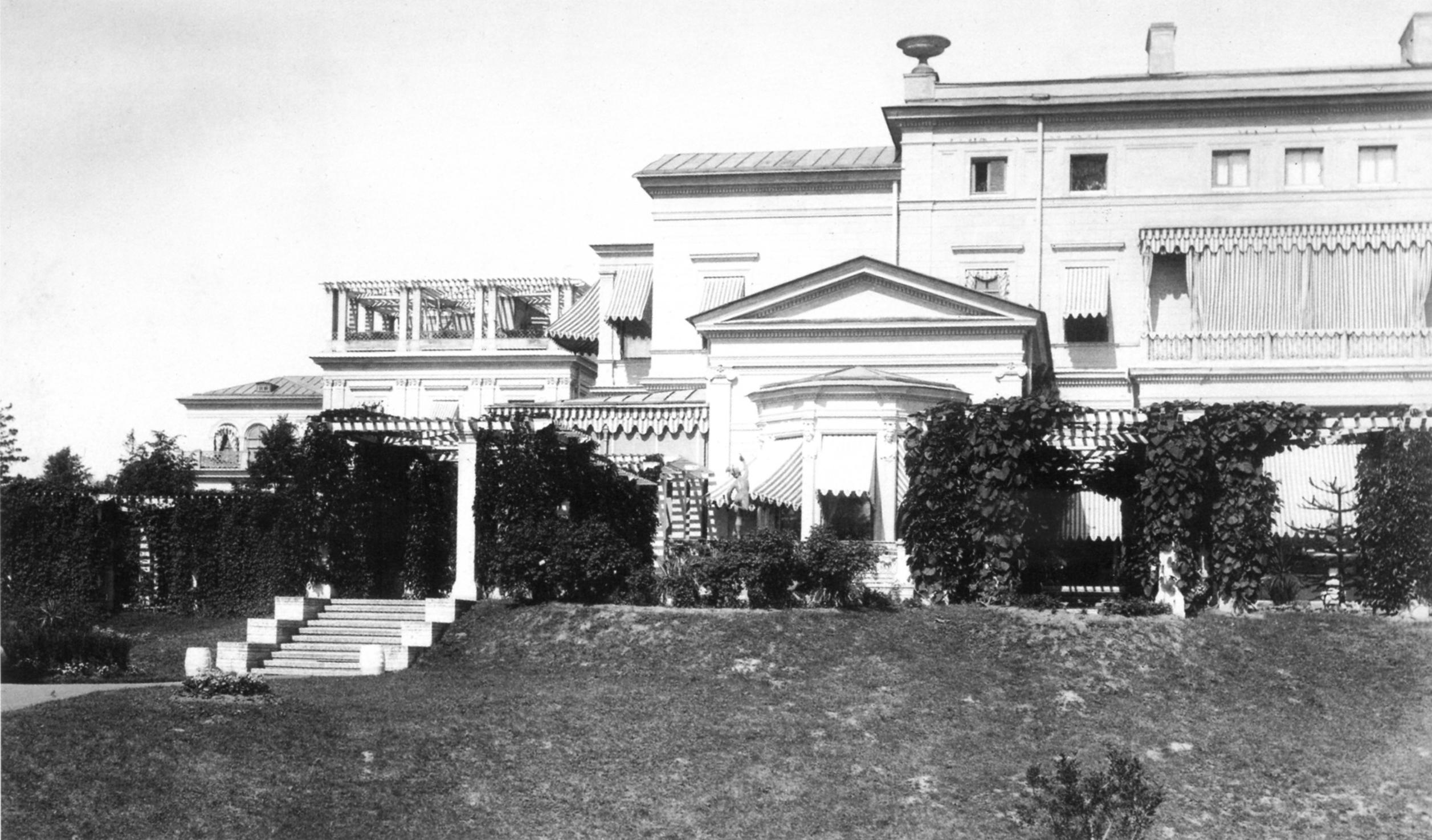 Юго-восточный фасад дворца. 1882