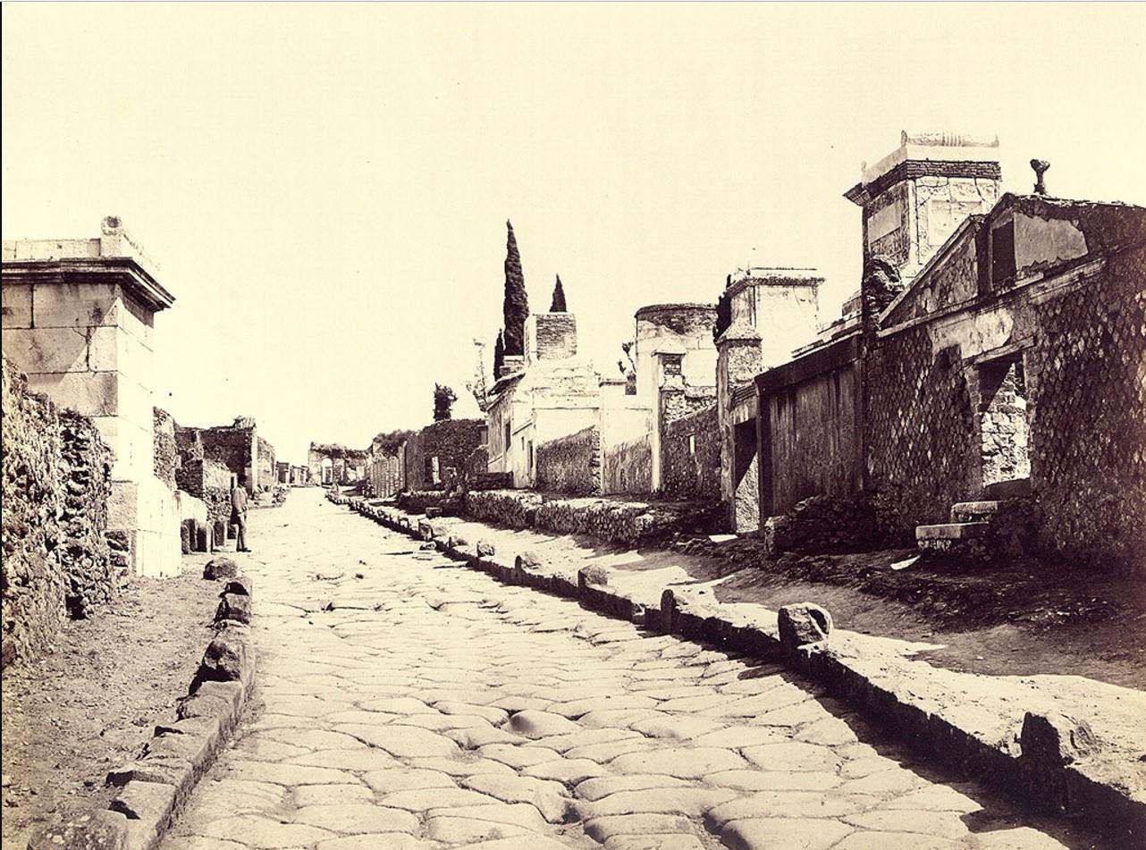 Вид некрополя и Геркуланумские ворота