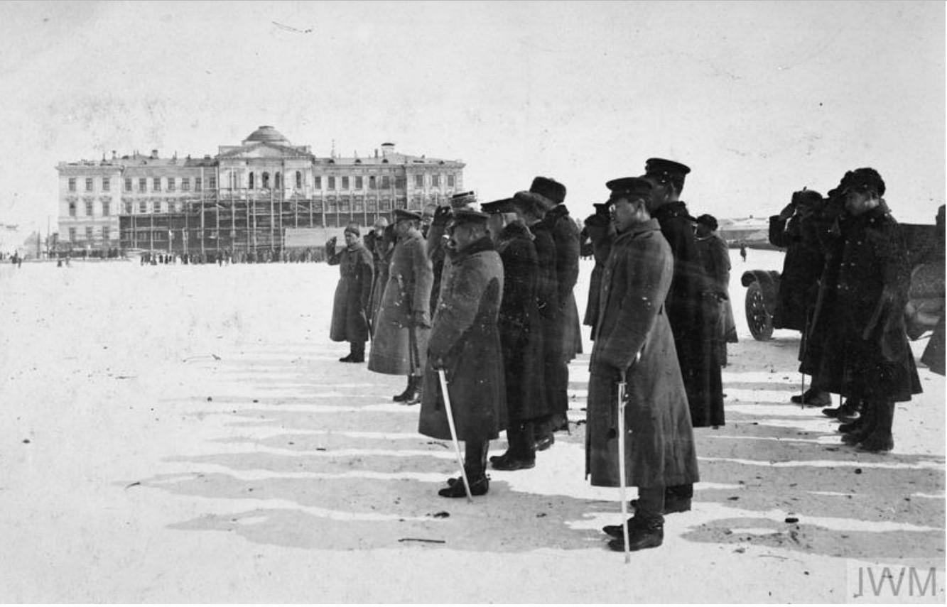 1919. Адмирал Александр Колчак в сопровождении офицеров союзников (французы, японцы), на параде в Омске