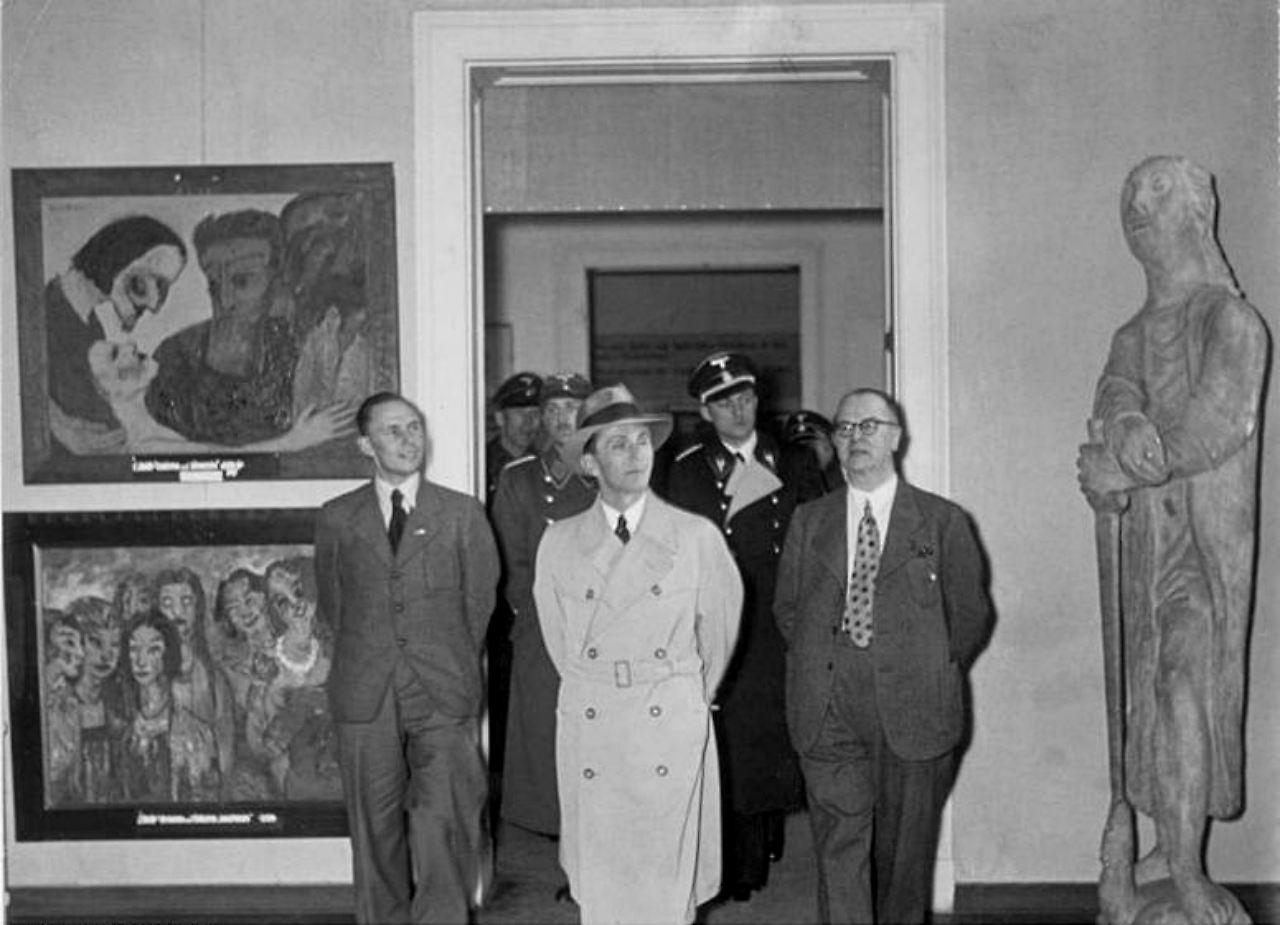 Посещение Й.Геббельсом выставки