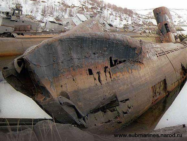 submarine-graveyard-abandoned-kola-peninsula-6.jpg