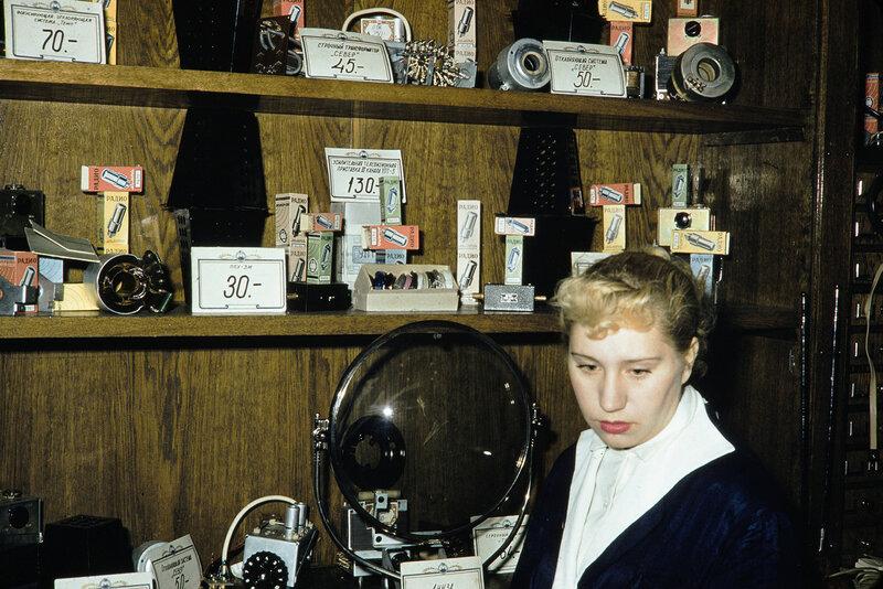 1959 Электротовары в Москве. Harrison Forman3.jpg