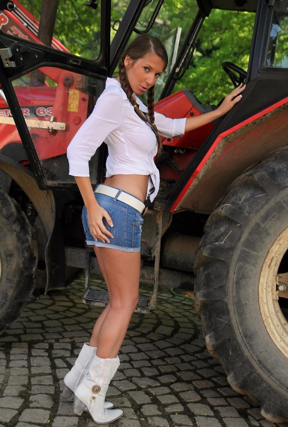 Lizzie на тракторе