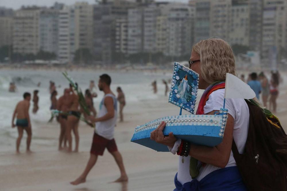 Бразильские поклонники умбанда и кандомбле собрались на пляже