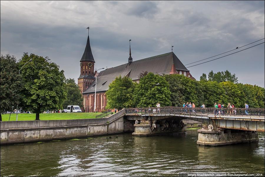 16. Вид на Кафедральный собор и Медовый мост, который является пешеходным и соединяет остров Кнайпхо