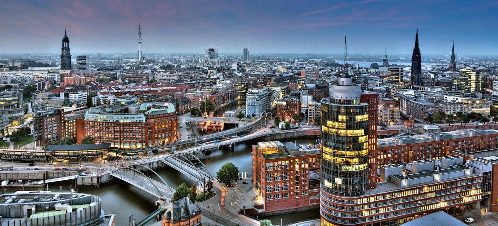 Город сохранил отдельные черты средневековой застройки. В Гамбурге находятся 60 музеев и 17 уни