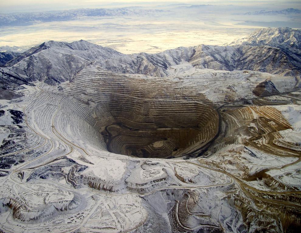 10 апреля 2013 гигантский блок земли и сорвался и устремился в огромную яму искусственного ка