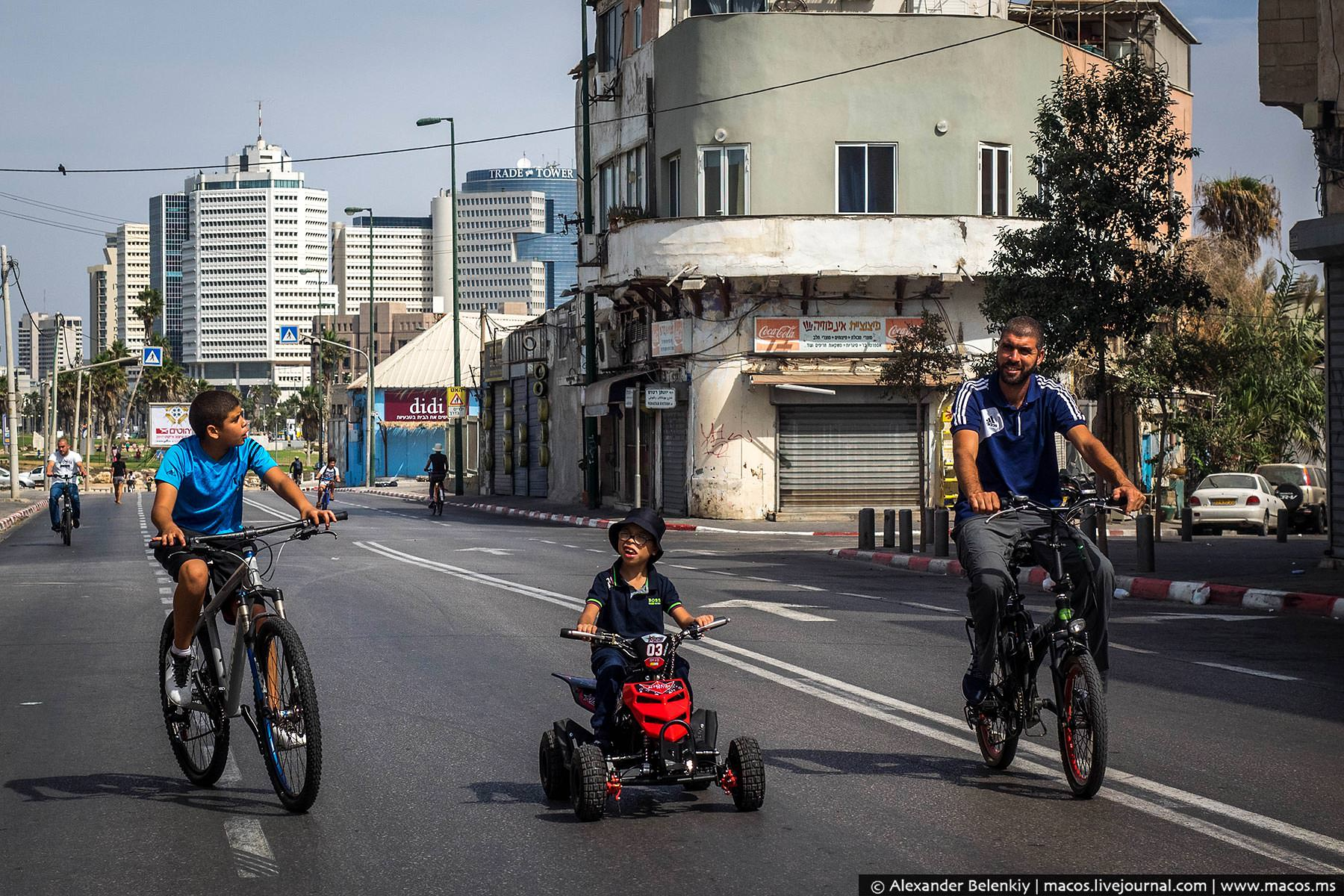 Перед праздником принято покупать детям новые велосипеды или другие игрушки на колесах.