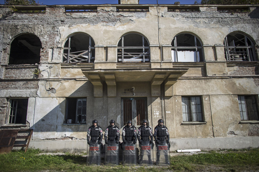 8. Сербский ОМОН. (Фото MARKO DJURICA):