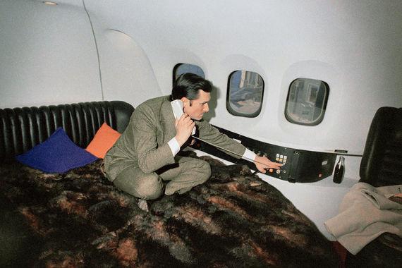 С 2000 года Хью Хефнер (на фото в 1999 г.) жил в своём особняке The Playboy Mansion с 7 девушками в