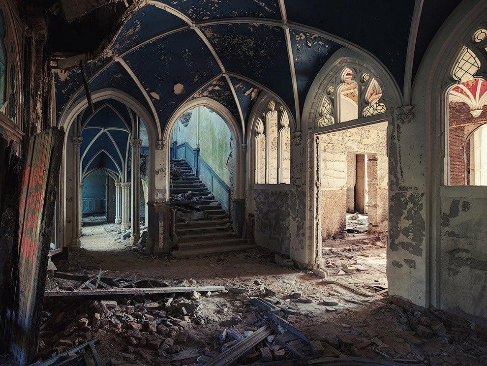 Красота заброшенных зданий (24 фото)