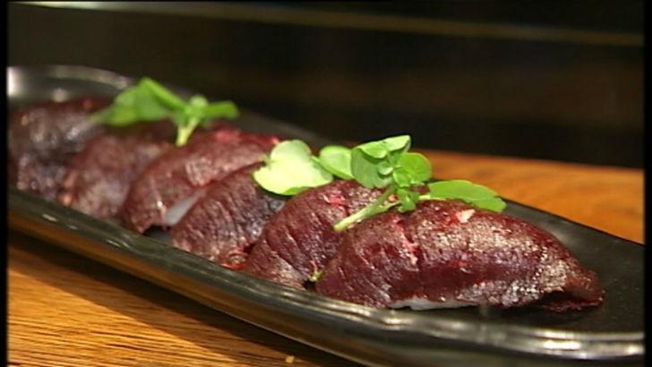 Мясо кита  В Исландии едят малого полосатика (разновидность кита, которая не находит