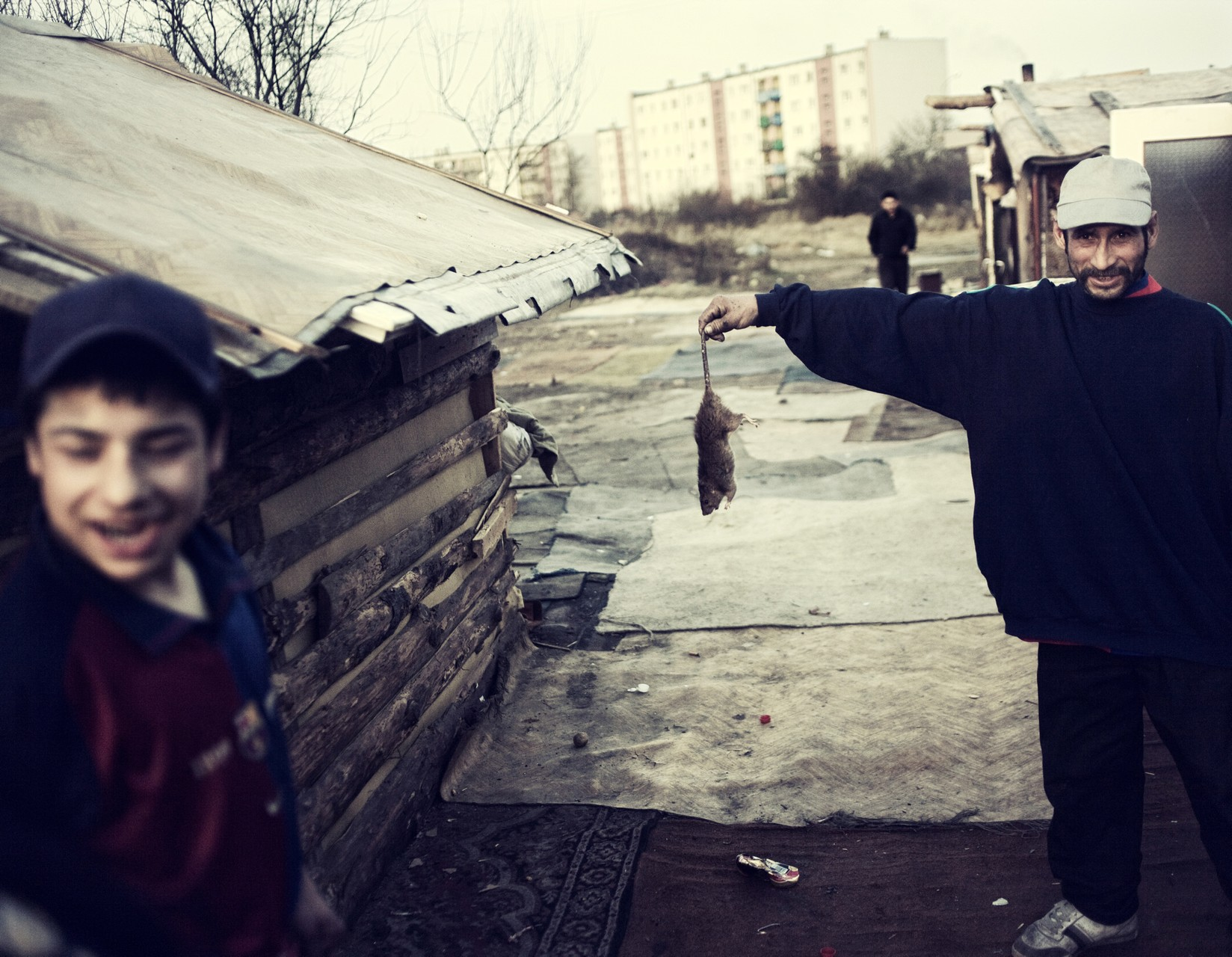 Пожар, устроенный поляками, чтобы напугать обитателей табора. Среди местных жителей цыгане з