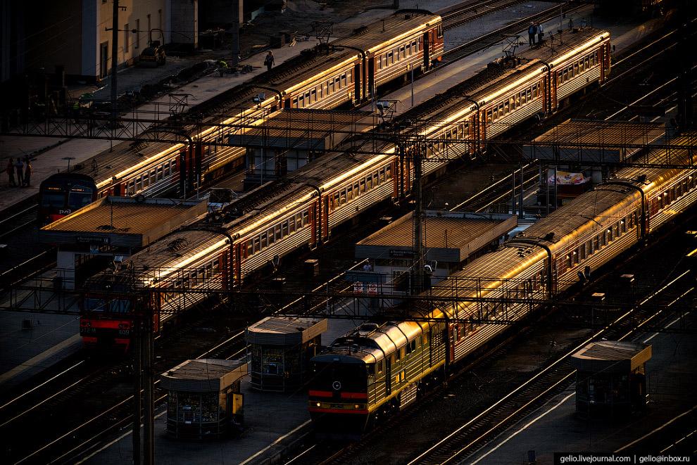 54.  Вокзал Екатеринбурга  — крупнейший после московских и петербургских вокзалов по