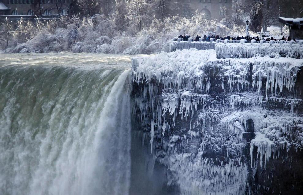 31. Ниагарский водопад, 2 января 2018. (Фото Aaron Lynett):