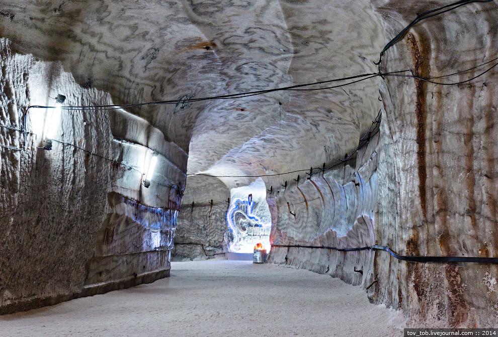 11. Парадный вход в подземную часть спелеосанатория: