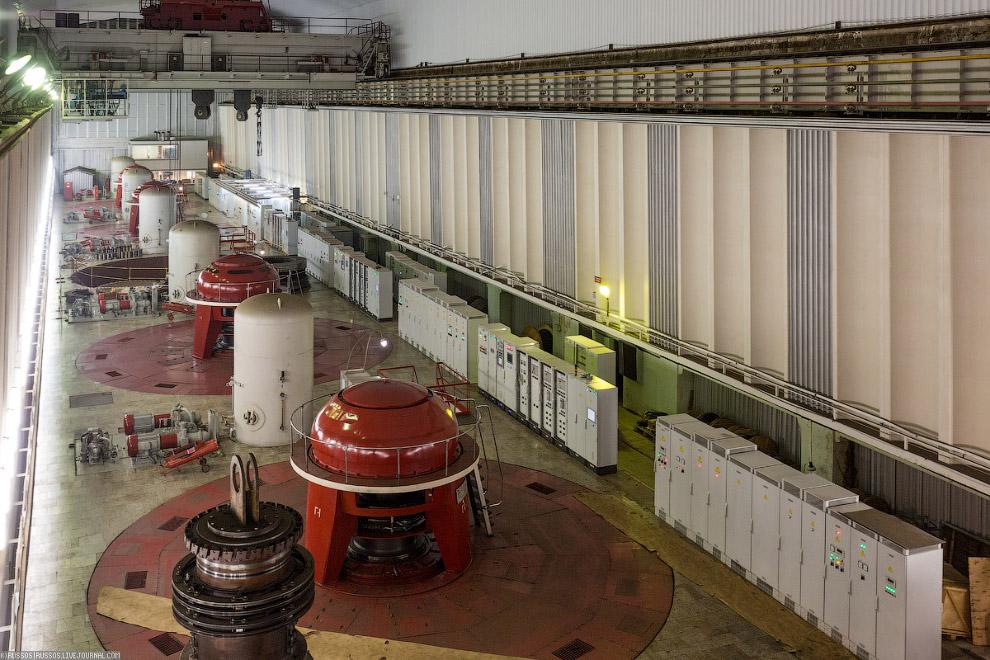16. Водоприёмник состоит из пяти секций шириной по 18 м, к которым примыкают водоводы.  Клика