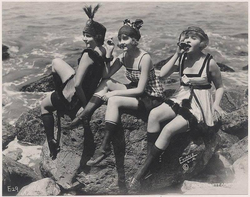 Короткие юбки, румяна на коленках, губки бантиком: какими были флэпперы, молодые бунтарки «ревущих 20-х» (13 фото)