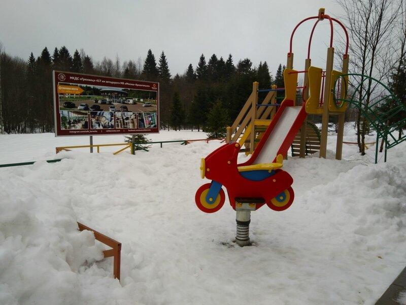 """Детская площадка рядом с кафе """"Баранка"""""""