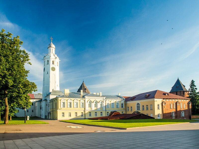 Часозвоня и Грановитая палата, ведутся раскопки и реставрационные работы.