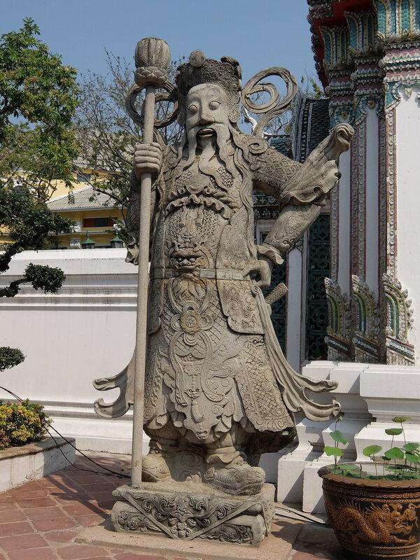 Бангкок - Скульптура у входа в Ват Пхо
