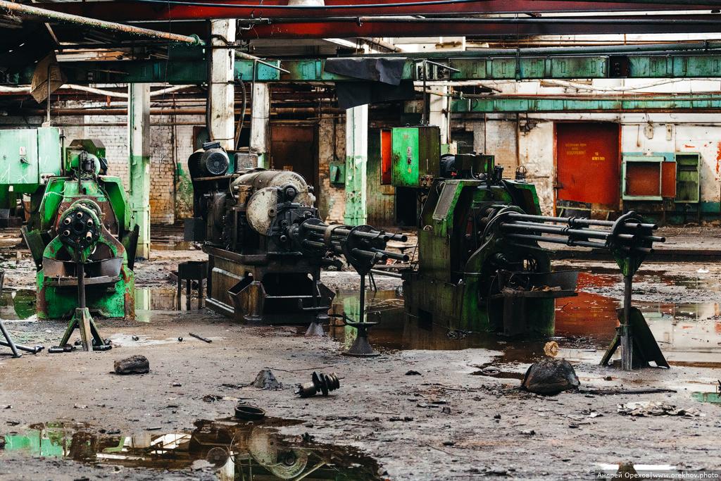 Завод с пулеметами станки, станков, завода, здесь, настоящий, цехов, крыши, заводом, Остатки, ощущение, количество, который, Сразу, предприятиях, видно, заброшенных, уникальность, встречаются, старейших, одном
