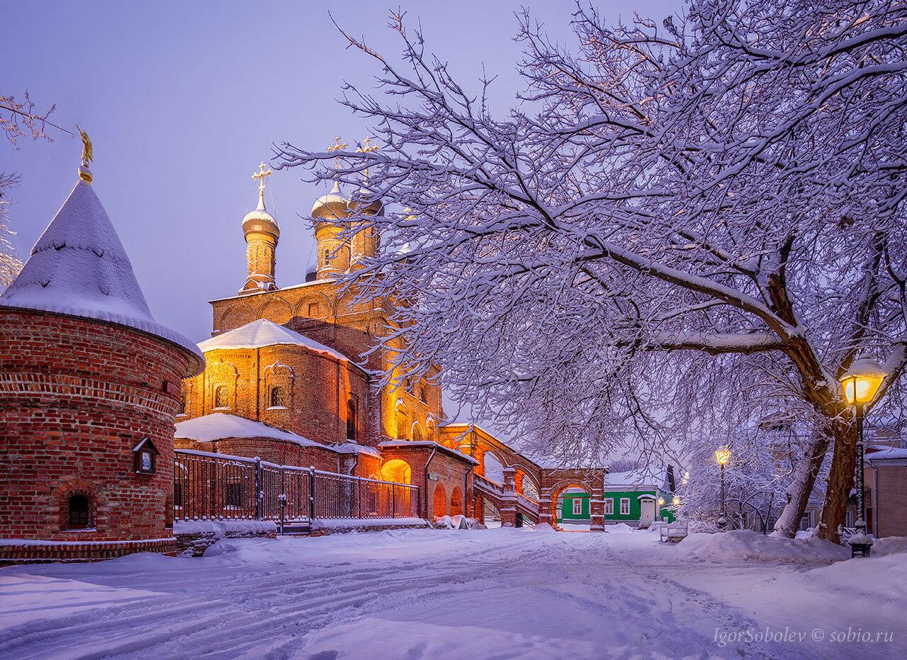 Крутицкое подворье зимним утром