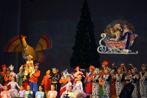 Новогодний спектакль на сцене Омского музтеатра.