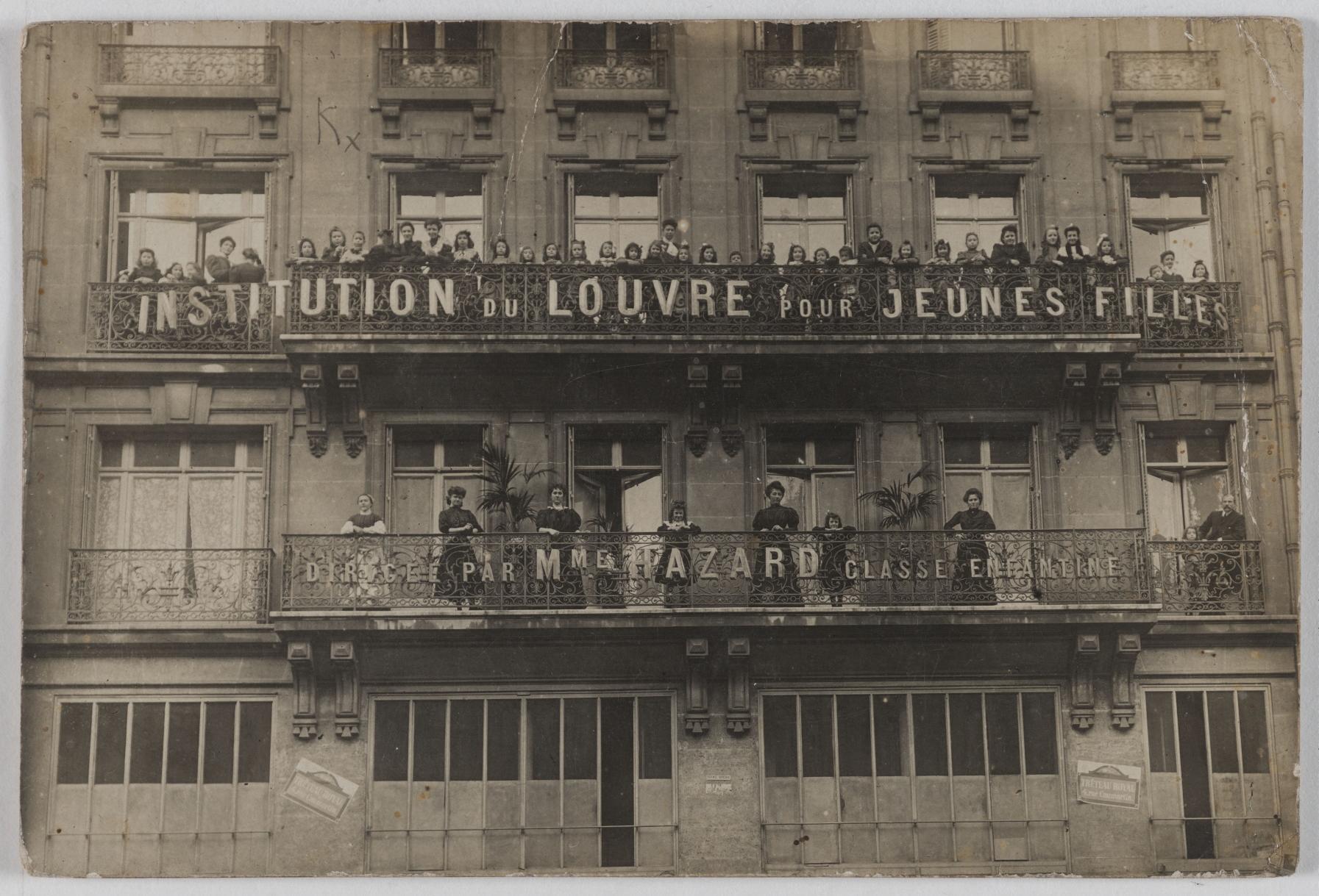 1905-1915. Школа Лувра для молодых девушек, дом мадам Азар. 62, rue Tiquetonne (2-й округ). Сейчас на этом месте коммерческие фирмы