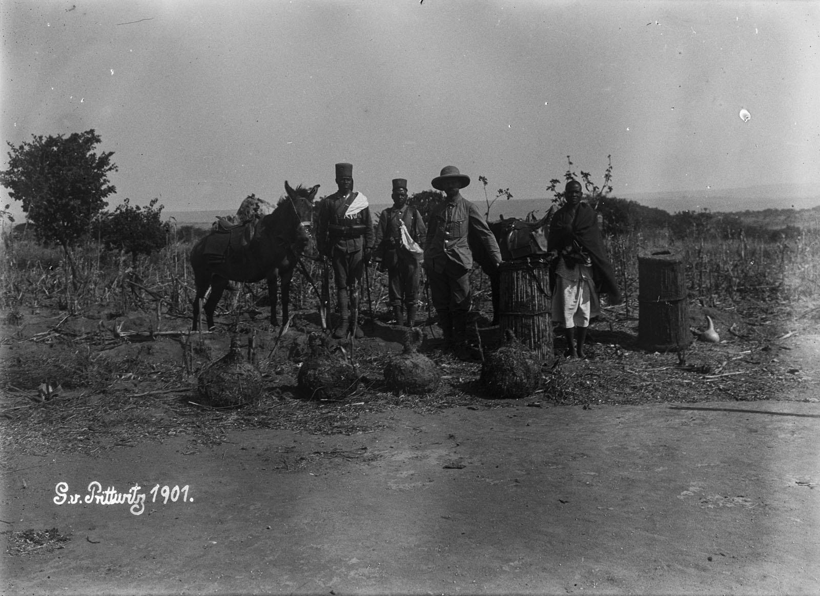 02. 1901. Мужчины с аскари