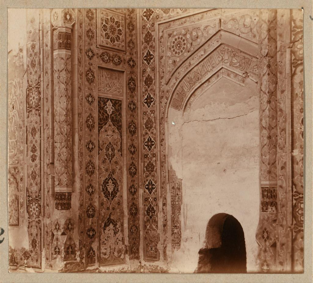 Шах-Зинде. Мавзолей Туман-Ака. В проходе мертвых над гробницей на левой стороне