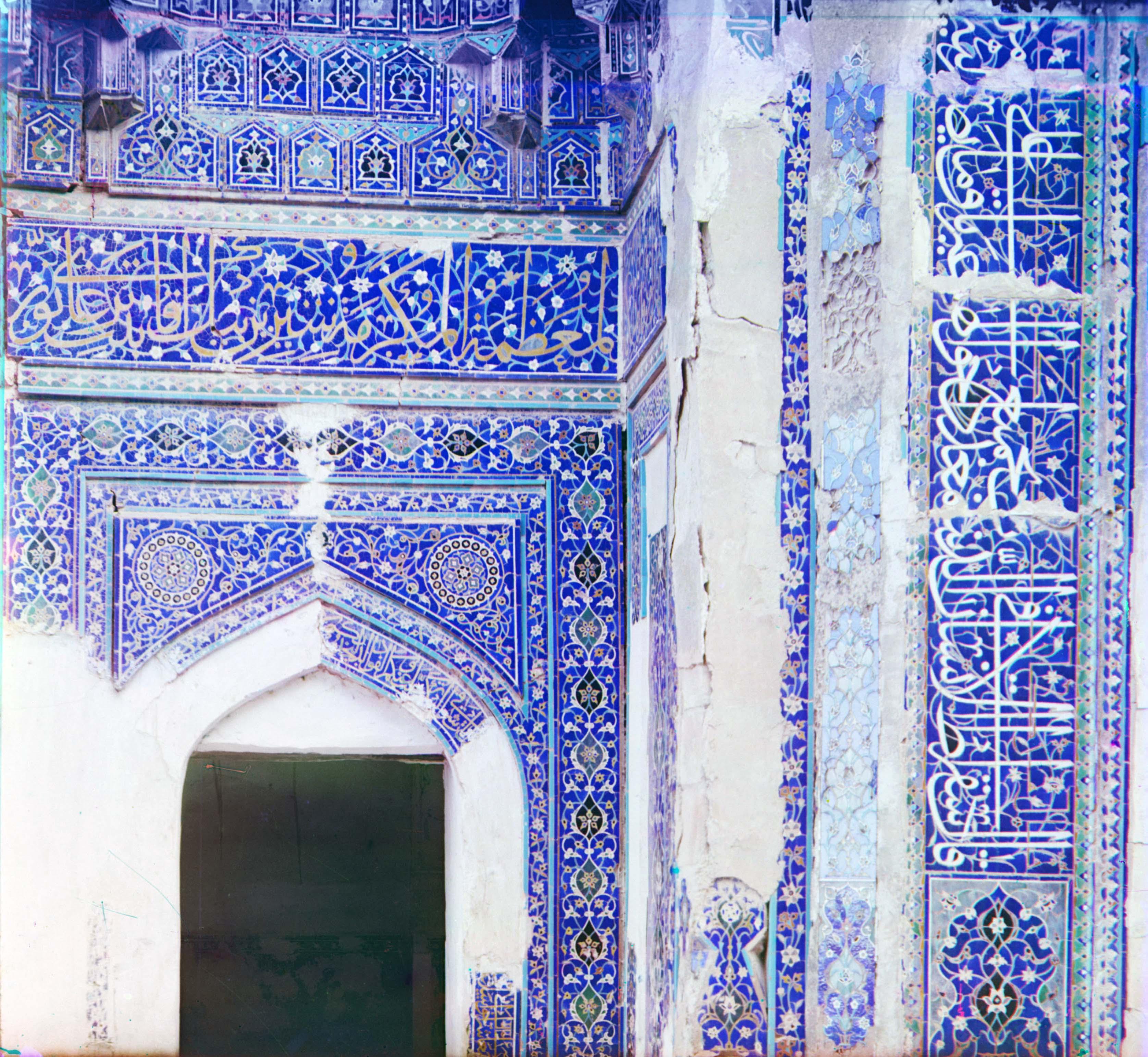 Шах-Зинде. Вход в мавзолей Ширин-Бика-Ака