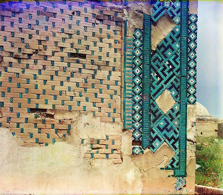 Шах-Зинде. Мавзолей Усто Али Насафи. С левой наружной стороны у прохода мертвых.