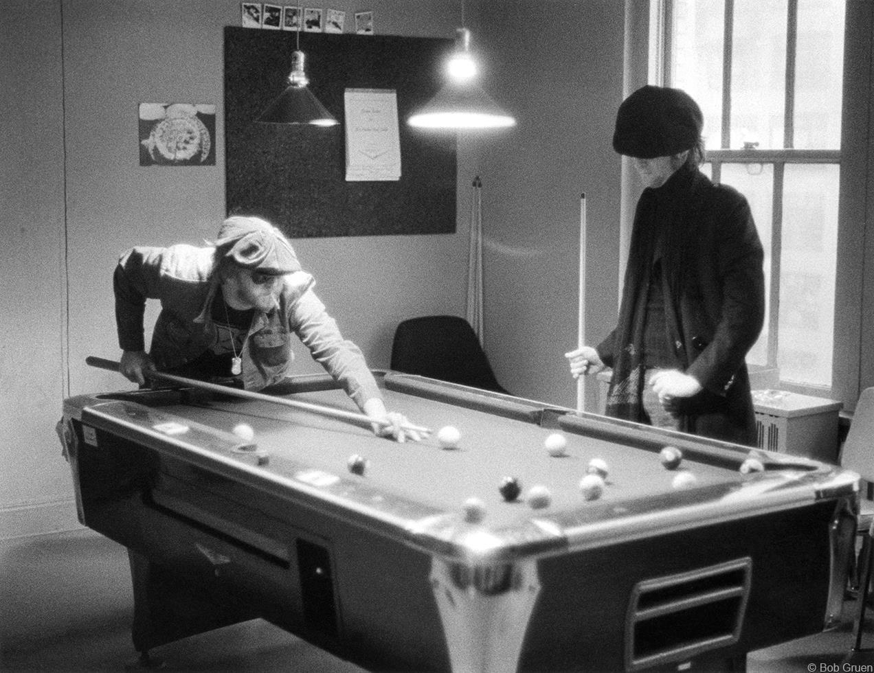 1974. Гарри Нилсон и Джон Леннон играют в бильярд