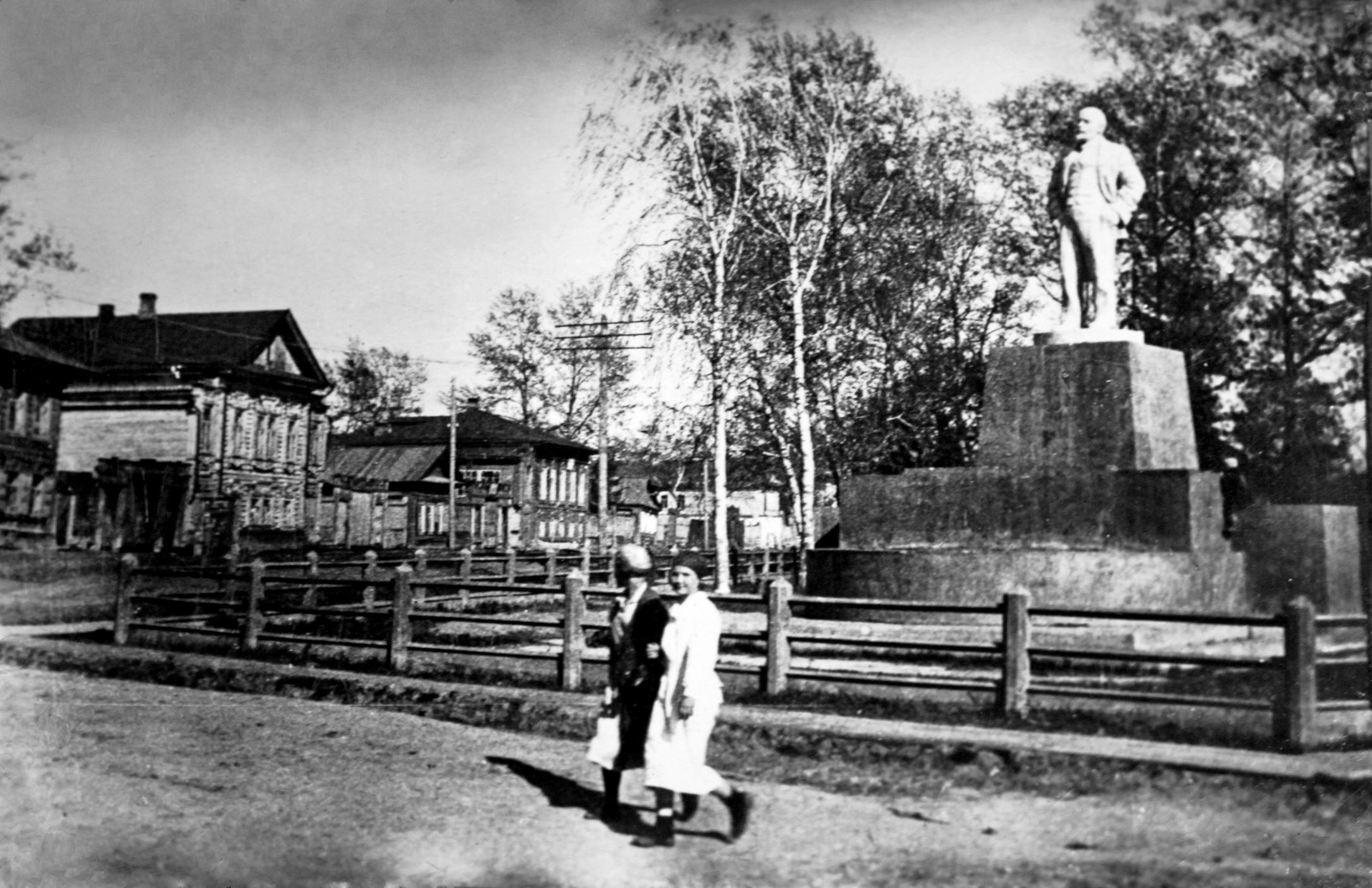 1930-е. Памятник В.И. Ленину