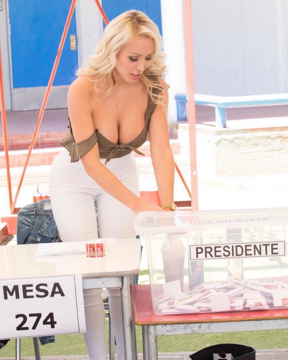 Даниэлла Чавес на снимках из Instagram 32летняя, модель, Даниэлла, Чавес, Daniella, Chavez, снимках, Instagram, январь, 2018декабрь, страницу, Даниэллы, подписаны, более, человек