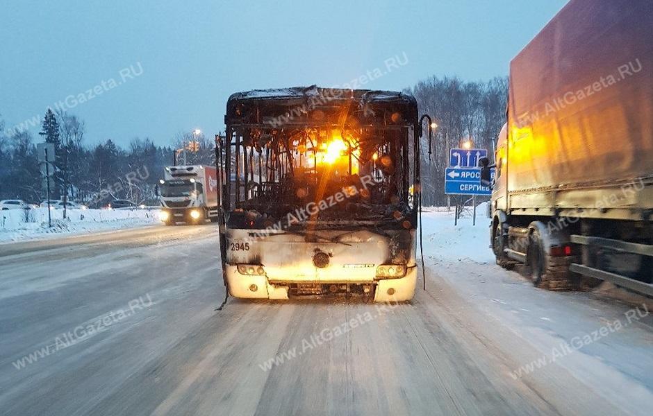 dal-v-rot-v-avtobuse-kak-zaglyanut-v-svoyu-vaginu