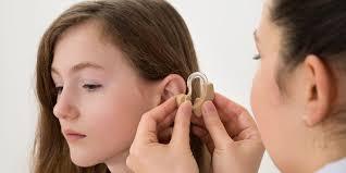 День охраны здоровья уха и слуха. Слуховой аппарат открытки фото рисунки картинки поздравления