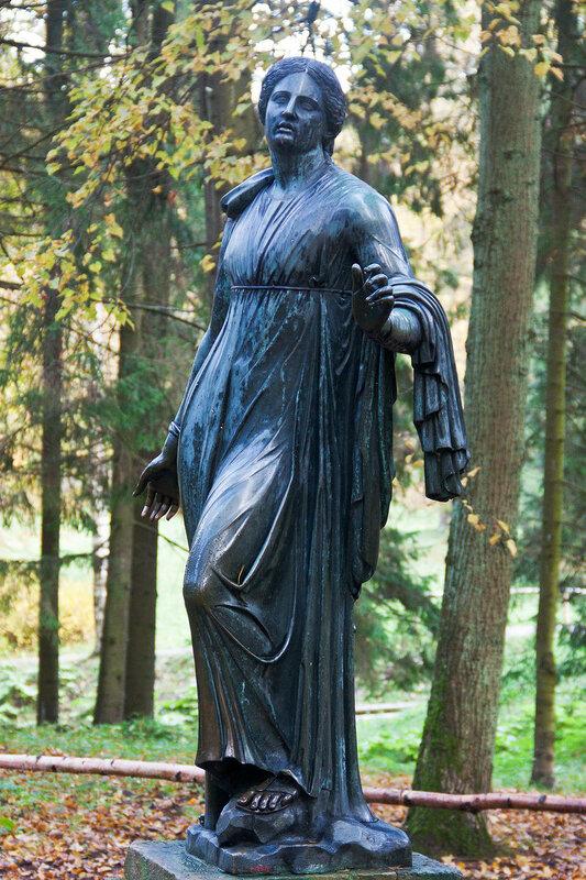 Статуя Ниобида в Павловском парке