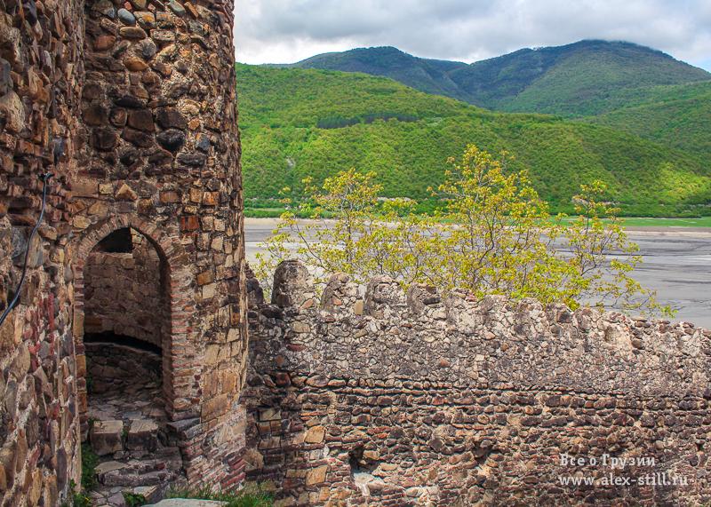 Долгое время замок Ананури оставался главной защитой региона