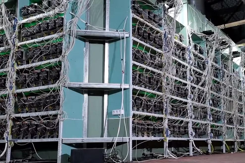 Одна из главных особенностей системы — полная децентрализация: нет центрального администратора
