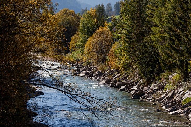 Княжество находится в отрогах Альп, самая высокая точка — гора Граушпиц, 2599 метров. Около четверти