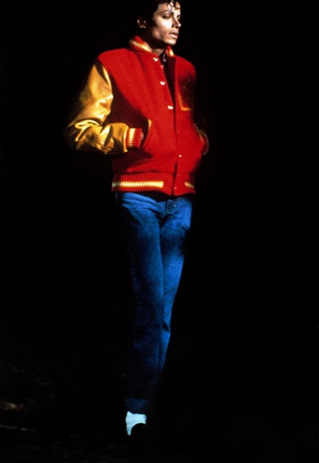 Бомберы — та одежда, которая, кажется, была популярна всегда. Майкл Джексон в 80-е годы активно носи