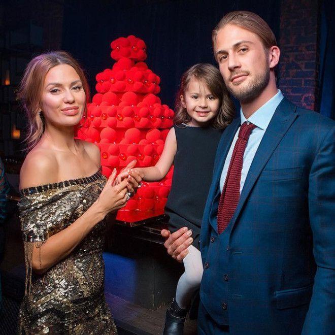 Пара прожила 6 лет в фактическом браке, воспитывая дочь Анджелину. О расставании стало известно в ян