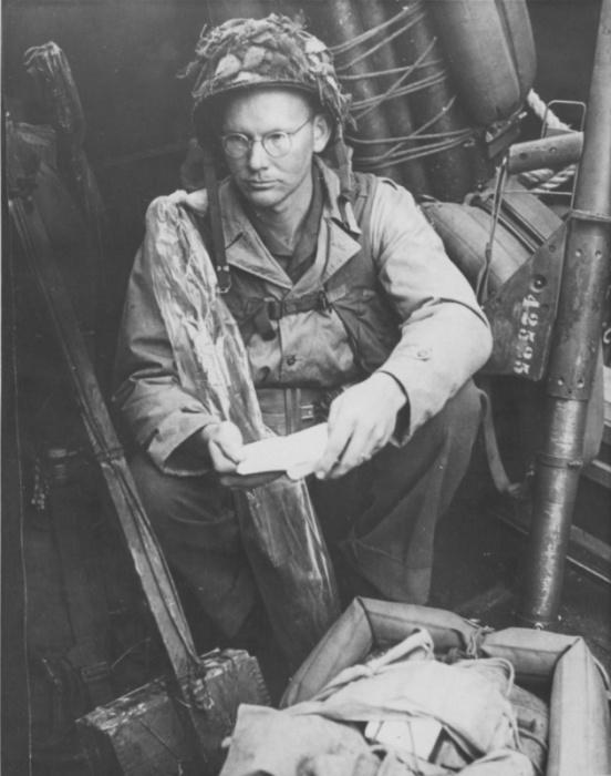 На фото выдающегося военного фотографа современности Дока МакКуллина запечатлено противостоя